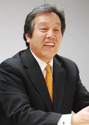 中根 義浩 氏